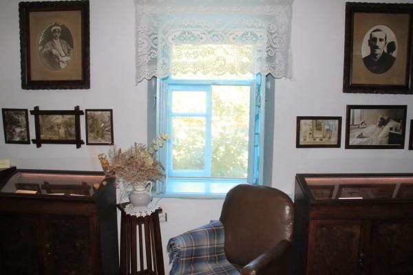 в доме-музее А.Грина, в п.Старый Крым.