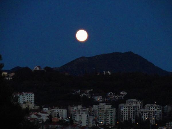 Лунная ночь в Черногории